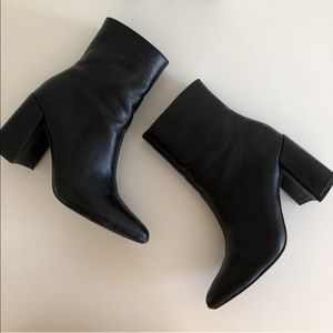 FOREVER 21 BLACK ANKLE BOOTS